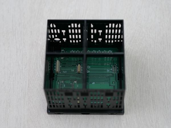 プレス加工では製作が困難な車載搭載液晶用金属フレームの実現化